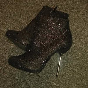 Qupid ankle boots.7.5 (Black shimmer.